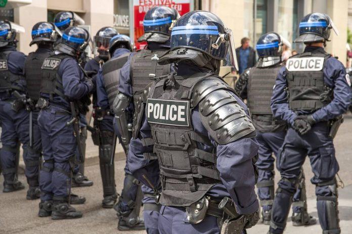 Fransa Tartışmalı Güvenlik Yasasını Onayladı
