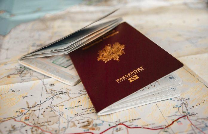 Nijerya, testsiz ziyaretçilerin vizelerini iptal edecek