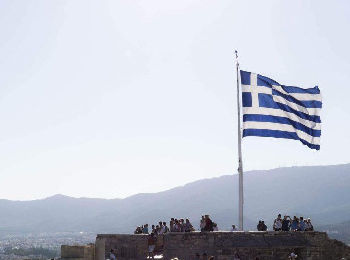 Yunanistan 21 ülke için sınırlarını açtı