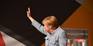Merkel'e AB Liderlerinden Övgü